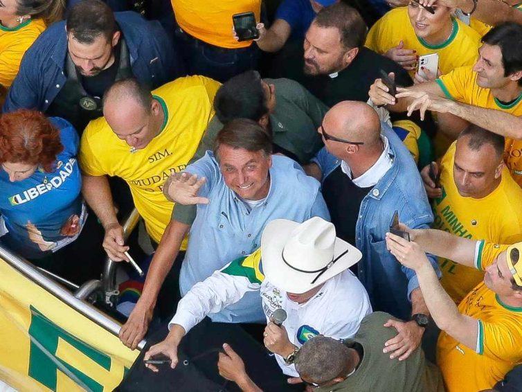 Au Brésil, Bolsonaro profite des manifestations pour attaquer les institutions et les élections (Le Monde – AFP) / Brésil, danger immédiat (lettre ouverte / Mémoire des luttes)