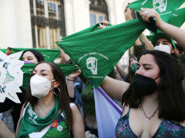 Chili : l'avortement dépénalisé par les députés, prochain vote au Sénat (Libération – AFP / El Universal)
