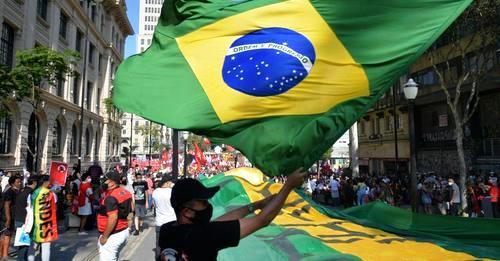 Manifestations pro et anti-Bolsonaro : pourquoi la pression s'intensifie-t-elle sur le président brésilien ? (analyse de Christophe Ventura / Chloé Cambreling – France Culture)