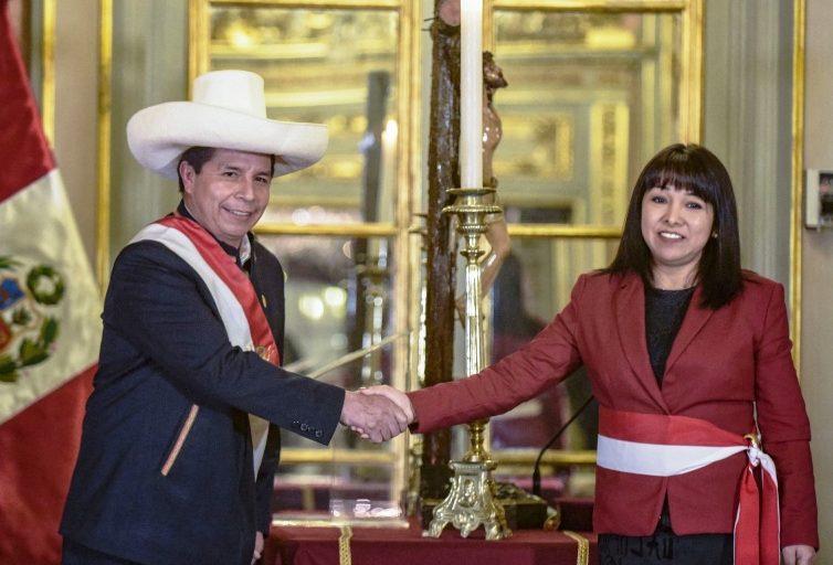 Pérou : le premier ministre Guido Bellido remplacé par Mirtha Vásquez, avocate féministe, environnementaliste et défenseuse des droits humains (revue de presse)